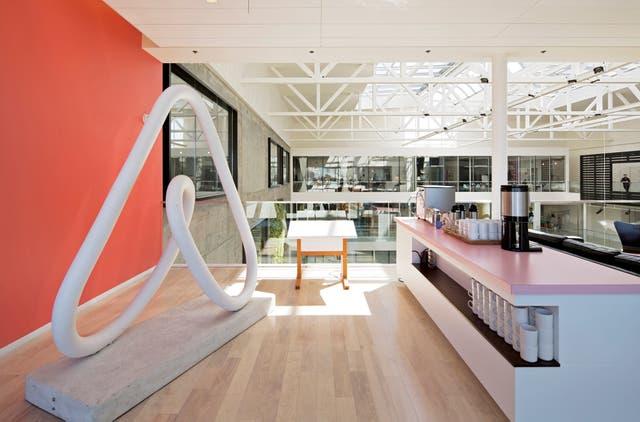 Cerca de un millón de érspnas se hospedan por noche en algún lugar reservado en Airbnb, cuya base está en San Francisco