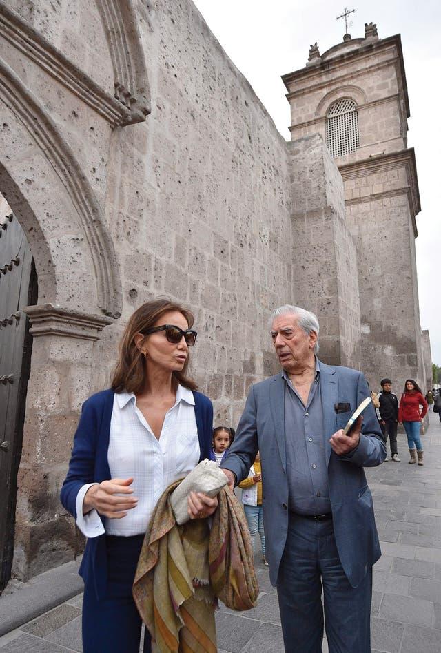 El escritor visitó el Monasterio de Santa Catalina junto a su pareja Isabel Preysler
