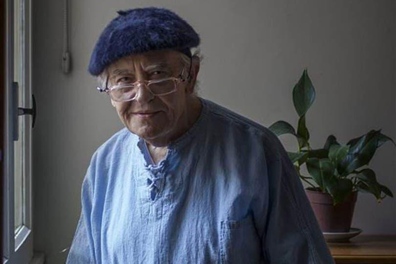 El artista santafesino desarrolló una de las obras poéticas más sólidas de la literatura argentina y algunos de sus trabajos fueron acompañados por su obra gráfica