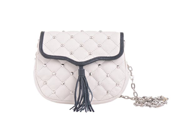 Cartera con tiras largas ($698, Prune).