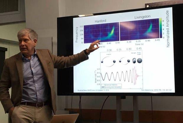 Mario Díaz explica las ondas gravitacionales