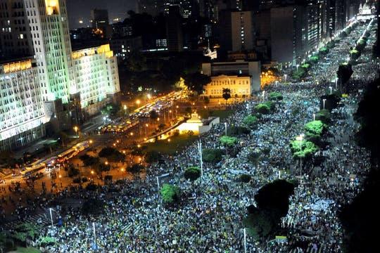 Una multitud marchó por las principales avenidas en Río de Janeiro. Foto: AFP