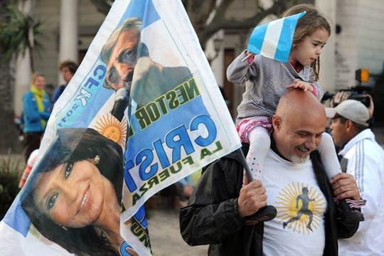 La fiesta kirchnerista comenzó en el búnker del FPV. Foto: AFP