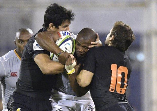 Moroni y Sánchez detienen a Makazole Mapimpi en el último Jaguares vs Kings