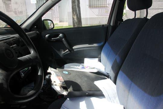 El interior del auto de la pareja. Foto: Enviado especial / Guadalupe Aizaga