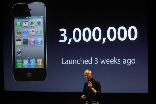 A pesar de todo, Jobs destacó que Apple vendió 3 millones de iPhone 4 en 21 días. Foto: Reuters