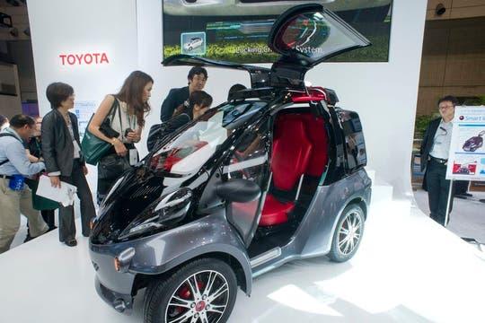 Toyota mostró Smart Insect, su auto monoplaza, capaz de reconocer la voz y el rostro de su dueño. Foto: EFE