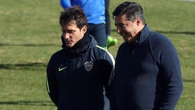 Guillermo Barros Schelotto y el presidente de Boca, Daniel Angelici
