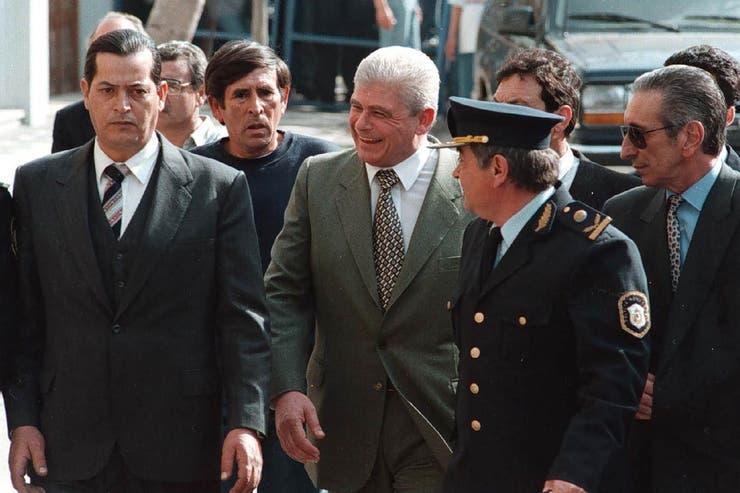 Yabrán, al llegar a los tribunales de Dolores el 10 de octubre de 1997; se suicidó 7 meses después