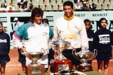 Pérez Roldán con el ecuatoriano Andrés Gómez, tras perder la final del torneo de Barcelona en cinco sets.