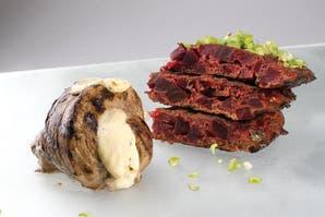 Cuadril de cerdo al horno y tortilla de remolacha