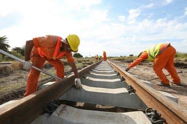Se trata de un contrato por $850 millones para recuperar varios tramos del Ferrocarril Belgrano; reclamo ante la Justicia