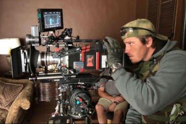 Garrett Hedlund le pide prestada la cámara a Chandor durante el rodaje de Triple frontera, la nueva producción original de Netflix