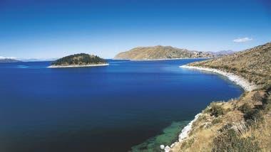 Isla del Sol en el Lago Titicaca. En la cercanías se encuentra el arrecife de Khoa, en un lugar estratégico casi en el mismo centro geográfico del lago