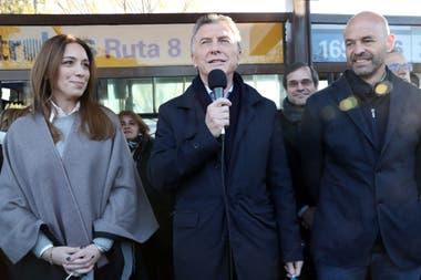 El presidente Mauricio Macri junto a María Eugenia Vidal y Guillermo Dietrich, en la inauguración de la extensión del Metrobus de la ruta 8