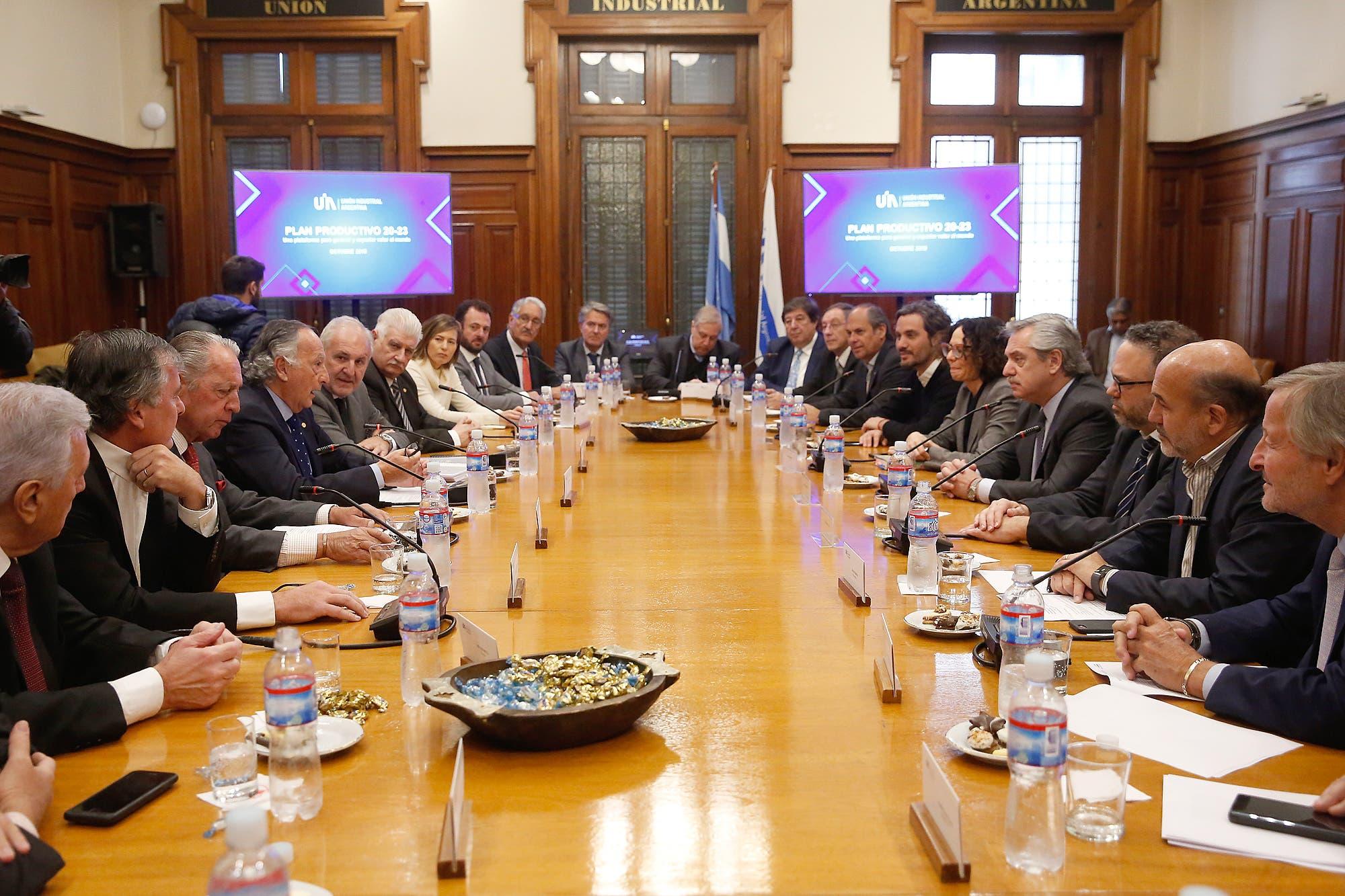 Fernández prometió una revisión arancelaria para proteger a la industria
