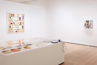 Obras de Mondrian y Jesús Soto, en la muestra curada por Katzenstein