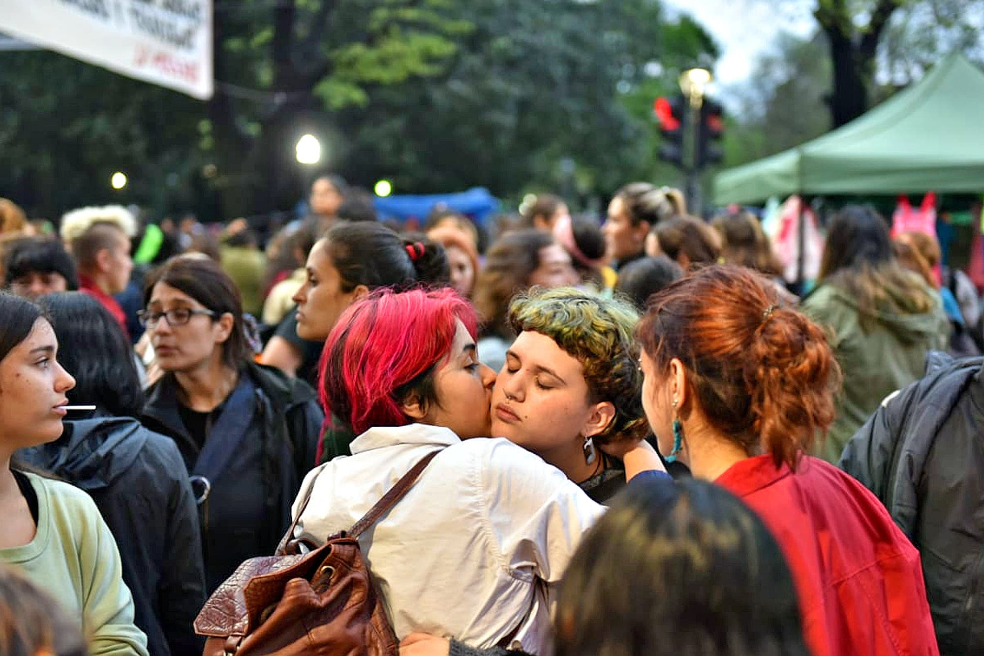 "Encuentro Nacional de Mujeres: ""tetazo"" contra la Iglesia frente a la catedral de La Plata"