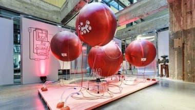 Lisa Mandemaker usó estos globos para dar vida al diseño del útero artificial