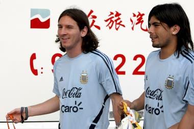 Lionel Messi y Ever Banega: una postal del equipo que ganó el oro en los Juegos Olímpicos de Pekín 2008