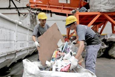 El Álamo es una cooperativa porteña integrada por 150 hombres y mujeres, que recuperan unas 400 toneladas de residuos por mes.