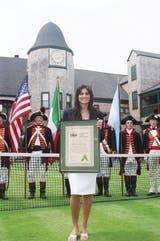 37) En 2006, Sabatini ingresó en el Salón de la Fama del tenis, en Newport. Sólo ella y Guillermo Vilas son los argentinos allí galardonados.