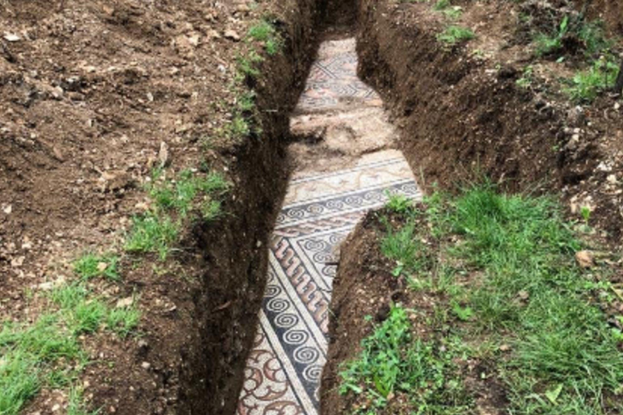 Italia: encuentran un mosaico romano perfectamente conservado ...