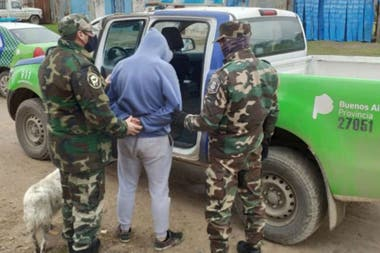 El momento de la detención en Gonzáles Chaves luego de ataques a silobolsas