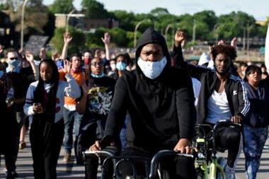 La muerte de George Floyd a manos de la policía en mayo desató grandes protestas contra el racismo en EE.UU. y otros paises.