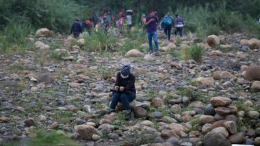 Migrantes de países como Nicaragua y Venezuela, han ingresado por pasos no habilitados. En la foto, una migrante venezolana. Crédito: La Opinión de Cúcuta