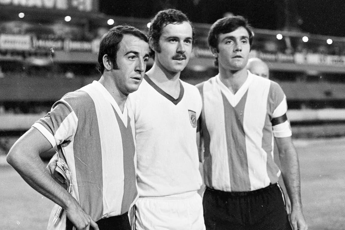 Franz Beckenbauer (30 de diciembre de 1970): el Kaiser (entre Madurga y Perfumo), antes de un amistoso entre Bayern Munich y la selección; en un partido de pierna fuerte, los argentinos se impusieron por 4 a 3; el defensor iba a ganar el título mundial en 1974 y dos veces el Balón de Oro (72 y 76)
