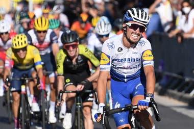 Teniendo en cuenta los ingresos y los millones de televidentes que siguen el Tour de Francia, llama la atención que la prueba maneje números bajos para recompensar el esfuerzo.