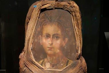 """""""En la época grecorromana en la región del Fayum del Bajo Egipto, tradicionalmente se colocaba un retrato pintado sobre el rostro de un individuo fallecido"""", detallaron los académicos"""