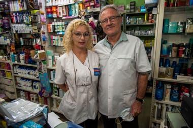 Irene y Marcelo, los padres de Nadia Podoroska, tienen una farmacia en zona oeste de Rosario