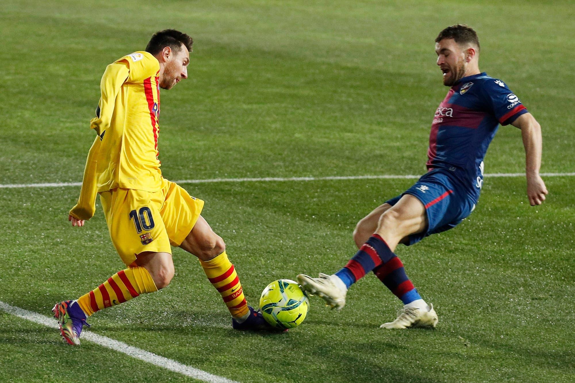 Lionel Messi, en su partido 500 por la Liga de España, dio la asistencia para el ajustado triunfo de Barcelona