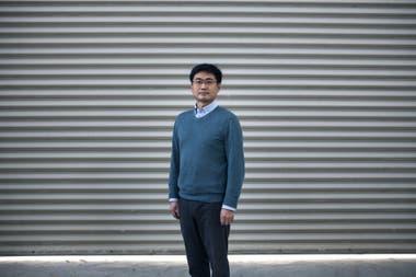 Zhang Hongchao, ingeniero de la Universidad Tongji en Shánghai, ayudó a desarrollar la superficie de páneles solares de Pavenergy