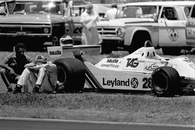 Desconsuelo de Carlos Reutemann, que se quedó afuera muy temprano en el GP de 1980