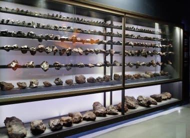 La estantería de la cual fueron robados tres meteoritos en el Parque Provincial Meteoro, de Campo del Cielo, Chaco