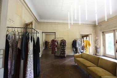 Los ambientes de un señorial palacio diseñado por Bustillo se segmentan para mostrar la propuesta de los diferentes diseñadoras que participan en la iniciativa.