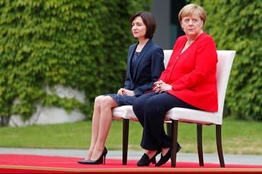 La canciller alemana junto con la primera ministra de Moldavia, Maia Sandu, en Berlín