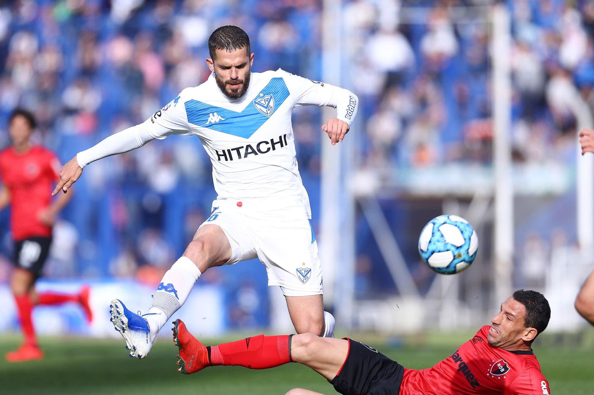 Fernando Gago volvió al fútbol: después de 8 meses se puso la camiseta de Vélez en el triunfo ante Newell's
