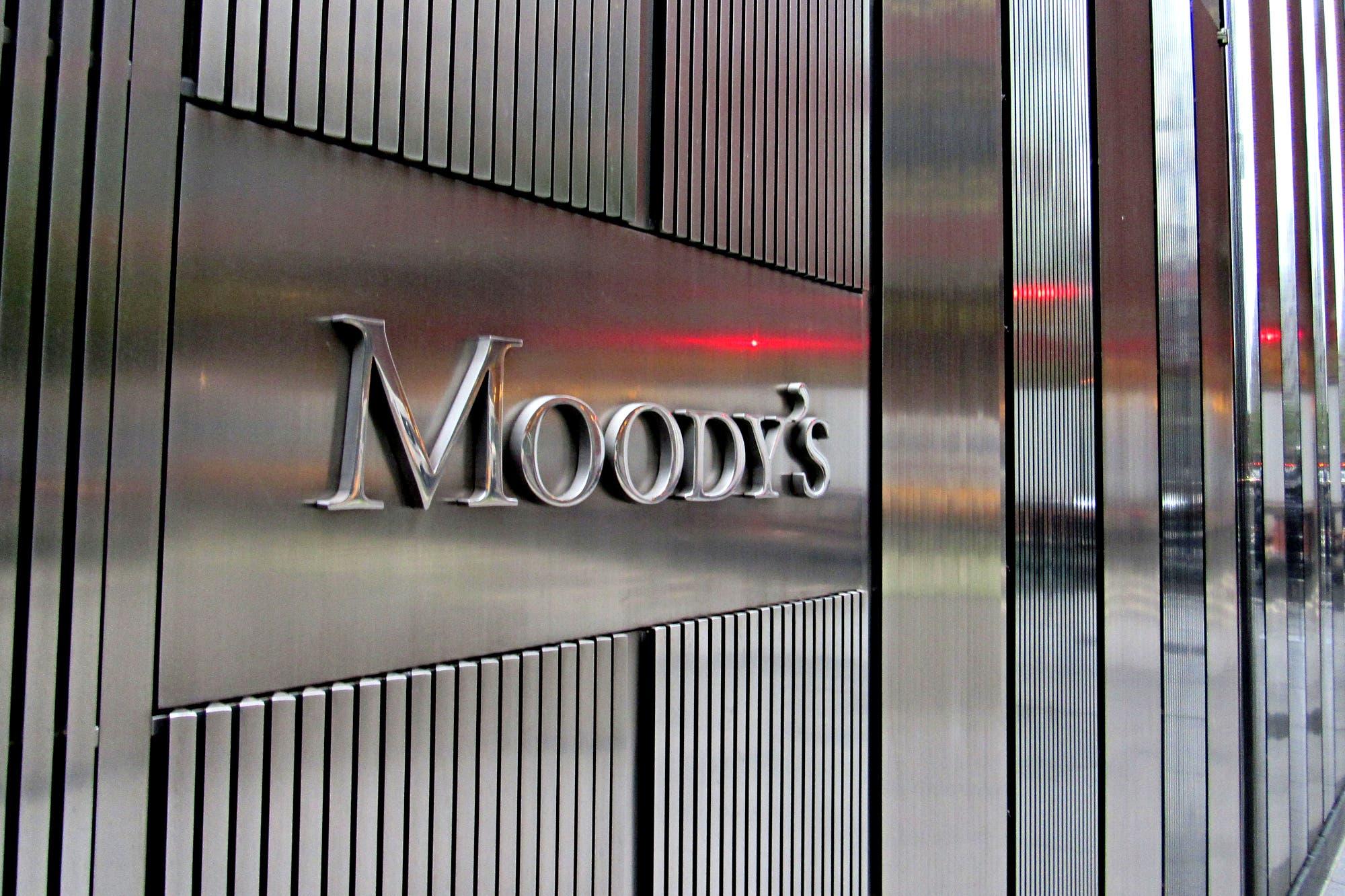 La agencia Moody's le bajó la calificación a la Argentina