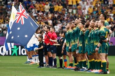 Australia y Uruguay, en el momento de los himnos.