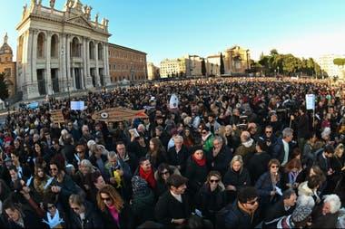 Los manifestantes se lanzaron a las calles de Roma como antes lo habían hecho en las principales ciudades del país