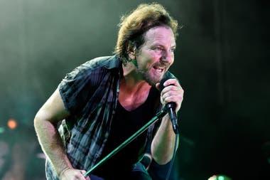 Pearl Jam pospuso los recitales con los que iba a acompañar la salida de su disco, Madonna bajó sus últimas fechas en París y Kiss suspendió los meet and greet con los fans