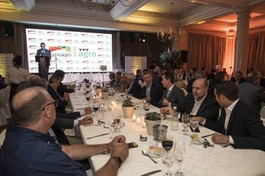 Manuel Passaglia, Omar Perotti, Manuel Calvo, Fernán Saguier, Jorge Rendo y Luis Betnaza, en la mesa central de la cena de Expoagro
