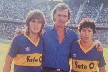 Menotti en la Bombonera, junto a Jorge Rinaldi y Carlos Tapia. El del Flaco es el segundo mejor aranque de un DT de Boca de 1946 a la actualidad