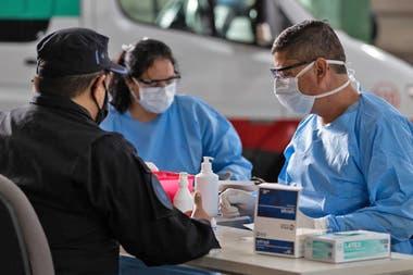 En la actualidad, se realizan alrededor de 3700 tests por día en la Argentina