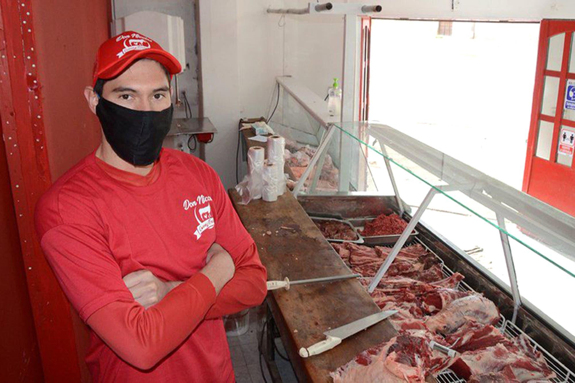 Carniceros, panaderos y vendedores: cómo se ganan la vida los futbolistas de las ligas provinciales en cuarentena