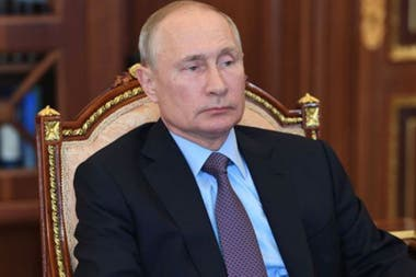 Se señala que estos grupos sirven a la política exterior de Putin.